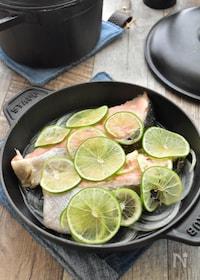『【調味料1つ・洗い物1つ】迷ったらこれ♪甘塩鮭のライム蒸し』