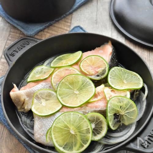 【調味料1つ・洗い物1つ】迷ったらこれ♪甘塩鮭のライム蒸し