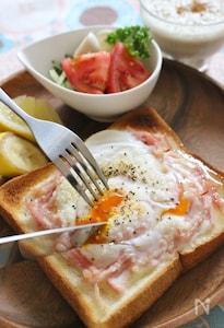 トロトロ卵の簡単カルボナーラ風トースト