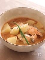 出汁まで美味しい♪大根と鮭の味噌煮♡