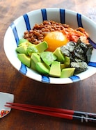 アボカドキムチ納豆丼