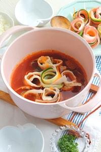 くるくる野菜のガーリックトマト鍋