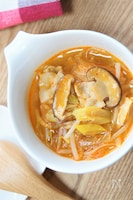 生姜でポカポカ♪シャキシャキもやし&キムチの春雨スープ