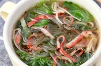 包丁要らず!ちぎりレタスとカニカマの中華風春雨スープ