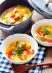 『重ねて煮るだけ、豚肉と夏野菜のサフラン煮』