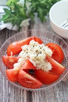 ヘルシー野菜のおつまみ♡にんにく香るトマトのおつまみサラダ