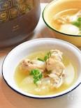 サムゲタン風手羽元とたまねぎともち麦の薬膳スープ