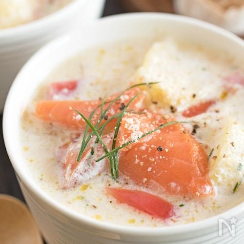 野菜とサーモンの豆乳スープ