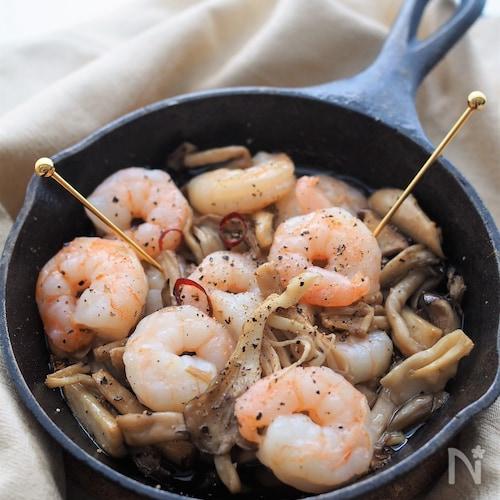 食感を楽しむ♡きのこと海老のアヒージョ