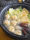 鶏つくねとキャベツの塩ちゃんこ鍋