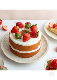 『いちごのネイキッドケーキ。バームクーヘンで簡単スイーツ!』