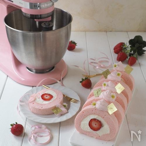 苺のピンクロールケーキ