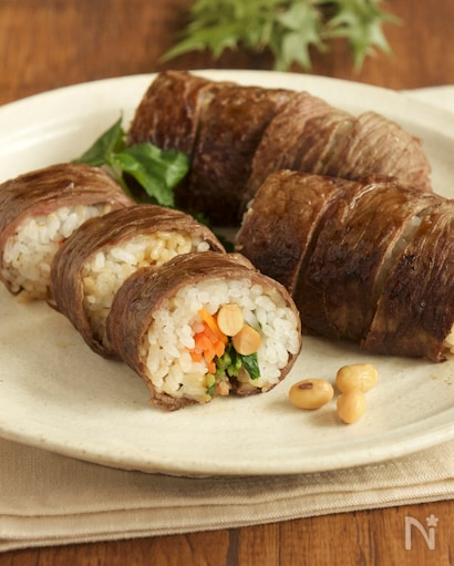 味付け牛肉で巻かれたボリューミーは恵方巻き