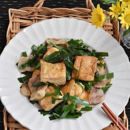 豚バラ豆腐とにらのうま塩炒め