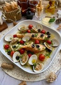 『オーブン任せのごちそう!鮭のアクアパッツァ』