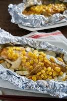 鮭と白菜・舞茸の味噌バターコーンホイル焼き