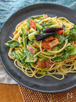 ベーコンと小松菜のトマトペペロンチーノ