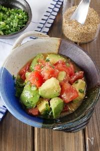 【切って和えるだけ!】トマトとアボカドのやみつき中華サラダ