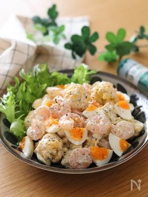 旬の野菜を美味しく♡カリフラワーと卵とむき海老のバジルマヨ