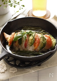 『ヘルシー&美肌に☆鶏胸肉のハッセルバック☆トマトとアボカドで』