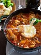 鶏肉とキャベツのトマトチーズフォンデュ鍋