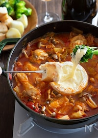 『鶏肉とキャベツのトマトチーズフォンデュ鍋』