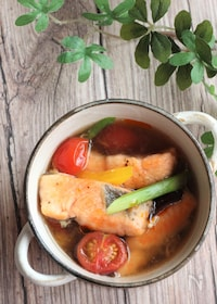 『鮭とカラフル野菜の酸辣湯風』