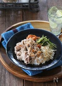 『【レンジ調理】うま塩豚カルビと野菜ナムル丼』