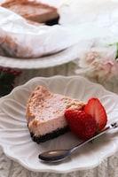 甘酸っぱくて爽やか♡水切りヨーグルトと苺のチーズケーキ