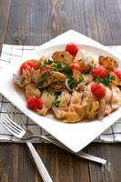 レンジで本格!鶏肉とあさりとプチトマトのオリーブオイル蒸し