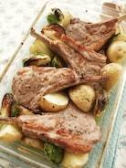 イタリア風ラム肉とじゃがいものトースター焼き