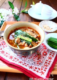 『さっと煮るだけ!たっぷりニラとふんわり豚そぼろのスープ』