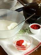 ヨーグルトミルクプリン いちごソース