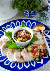 『【しっとり鶏ハム】具だくさん野菜とナッツのソース』