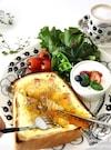 とろ〜り卵が美味しい♡カルボナーラ トースト♡