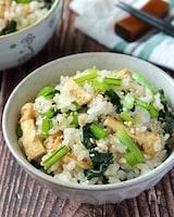 おかずなしで食べれる♪小松菜と油揚げの混ぜご飯