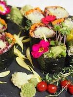 生野菜を大量消費!お野菜海苔巻きのベジロール!