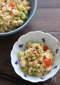 『味付けは焼き鳥缶にお任せ!山椒香る夏野菜のスタミナ炒り豆腐』