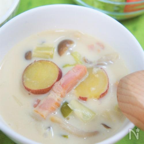 サツマイモとベーコンでほっこり優しい味♡豆乳みそスープ