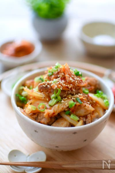 キムチ 丼 豚