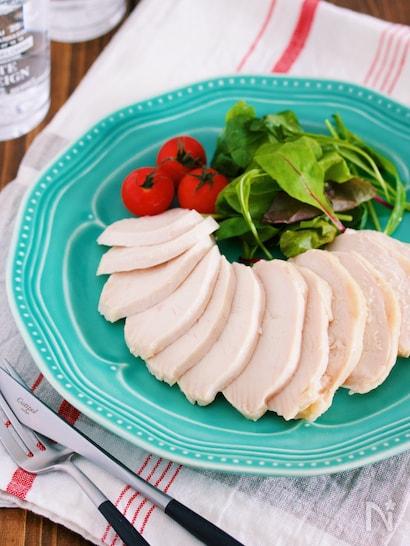 切り分けて丸く並べた鶏ハム