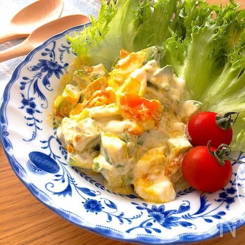 とろっとして美味しい♡アボカドと半熟卵のわさびマヨドレサラダ