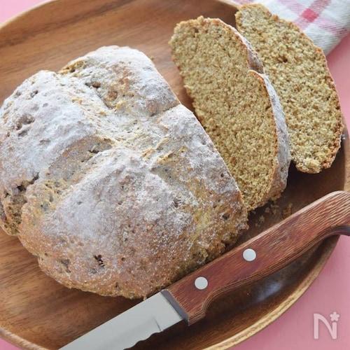 全粒粉と黒糖のソーダブレッド♡重曹で混ぜて焼くだけの西欧パン