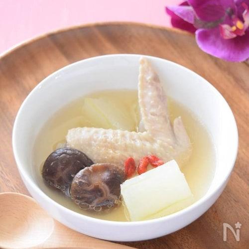 鶏の手羽先・冬瓜・クコの実のスープ 台湾の薬膳料理