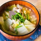 【蒸し焼きで甘〜い】お肉&白菜たっぷり豚汁