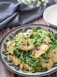 絶品節約レシピ!鶏むね肉と豆苗のガーリック牡蠣だし醤油炒め