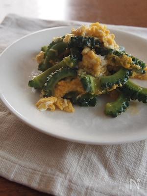 苦瓜炒蛋(苦瓜と卵の炒め物)