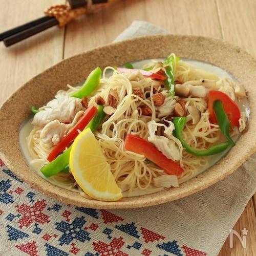 ささみと夏野菜のエスニック麺