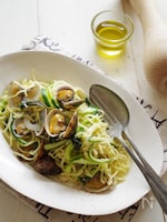 フライパン1つで!アサリと夏野菜のバジル塩麺