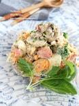 卵と鮭の満足サラダ